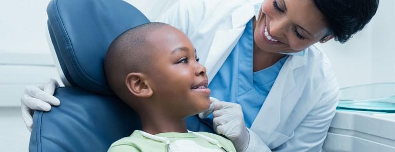 Os Dentistas se Juntam à Guerra Contra o Açúcar para Combater a Deterioração Dentária na Infância