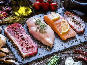 Como Carne Vermelha, Aves e Peixes Afetam o Risco Cardiovascular e de Morte